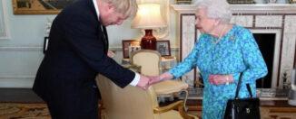 Reina Isabel y Boris Johnson