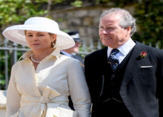 David Armstrong-Jones y esposa