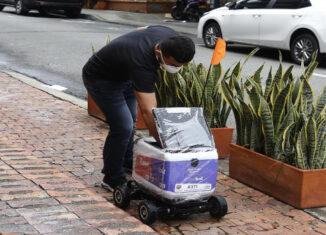 Robots entregan domicilios en Medellín
